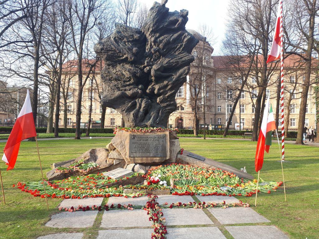 pomnik smoleński - Karolina Rej
