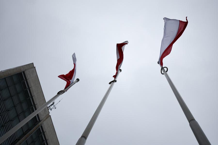flagi biało czerwona flaga polski - Wojtek Wardejn