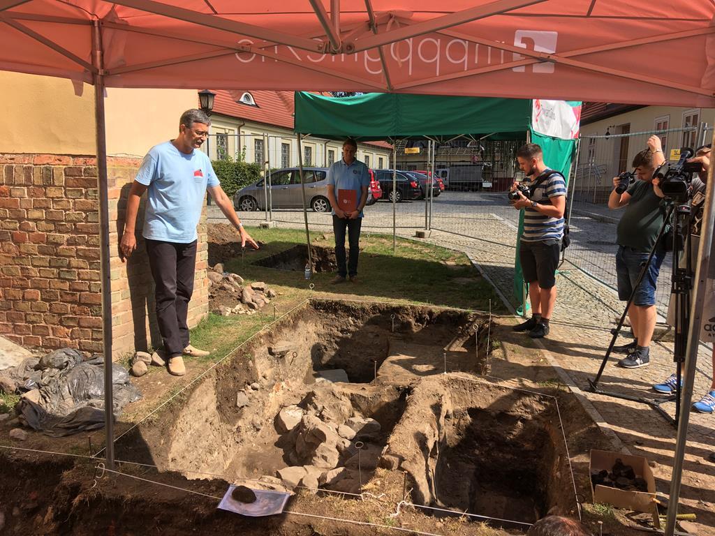 wykopaliska pallatium gniezno pałac mieszka I - Rafał Muniak