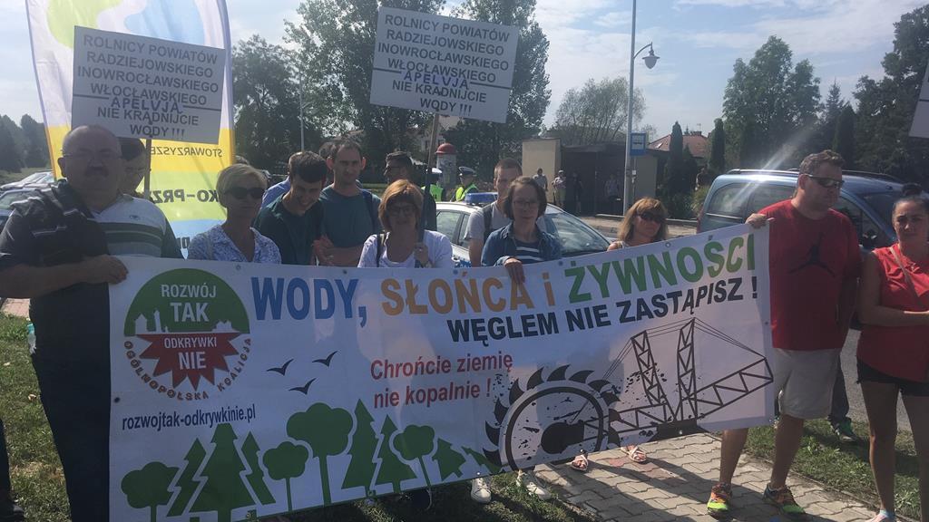 protest przed biurowcem kopalni węgla brunatnego w Kleczewie - Sławomir Zasadzki
