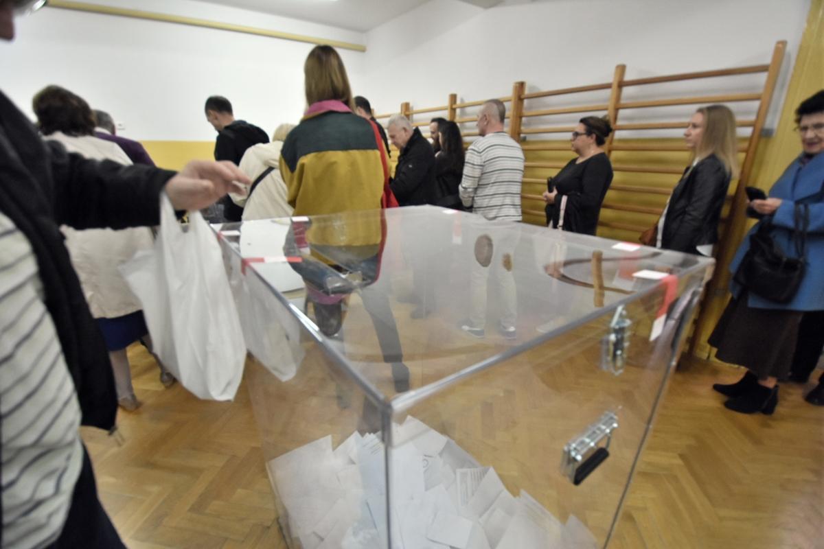 wybory urna głosowanie - Wojtek Wardejn - Radio Poznań