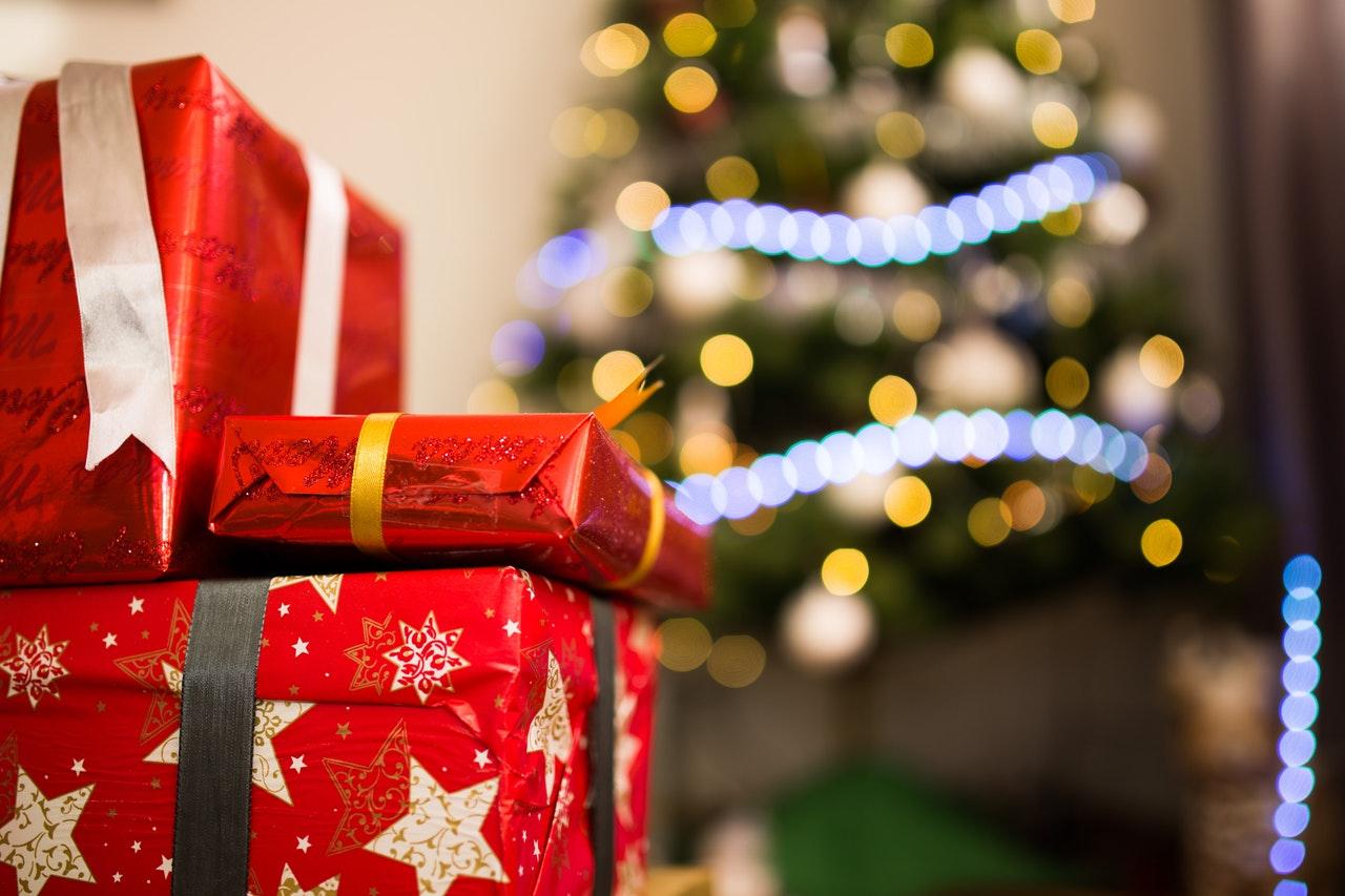 święta boże narodzenie prezenty choinka - Pexels