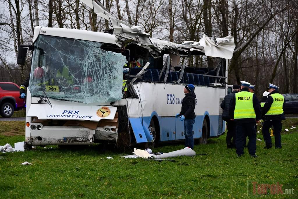 Przykona autobus z dziećmi w rowie  - iTurek.net