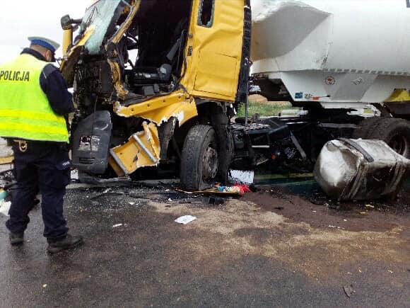 Zderzenie dwóch ciężarówek na przejeździe kolejowym w powiecie obornickim - Policja Oborniki