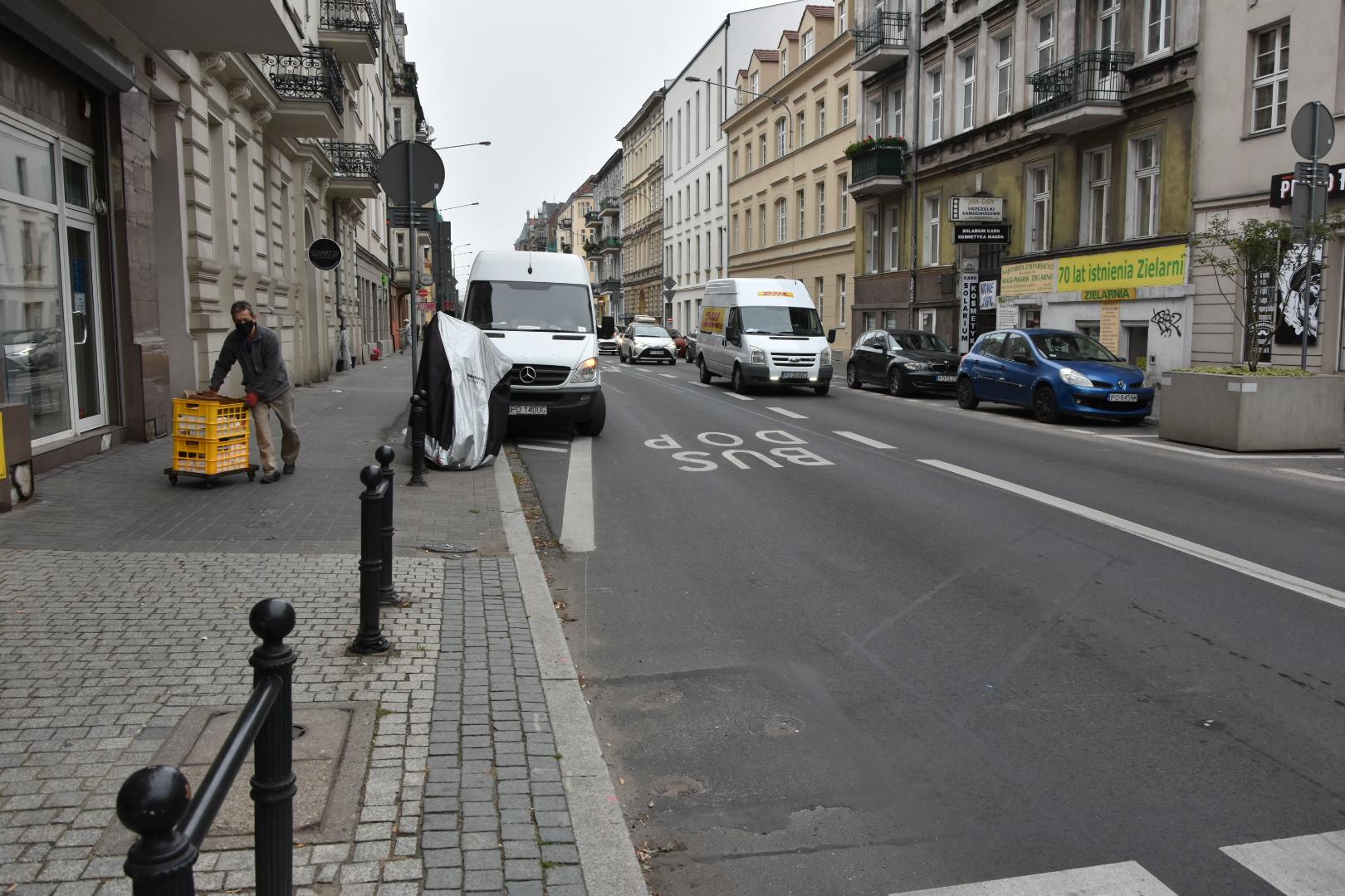 dostawcy na ulicy garbary - Wojtek Wardejn