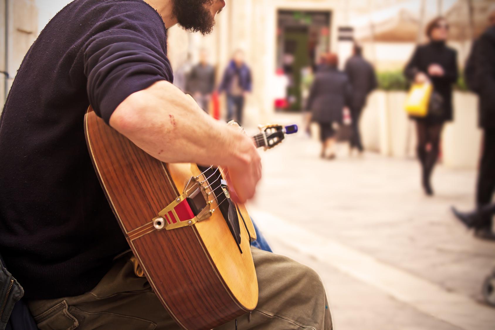 muzykant grajek gitarzysta