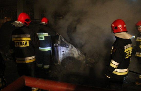 spłonął samochód - Straż Pożarna Leszno