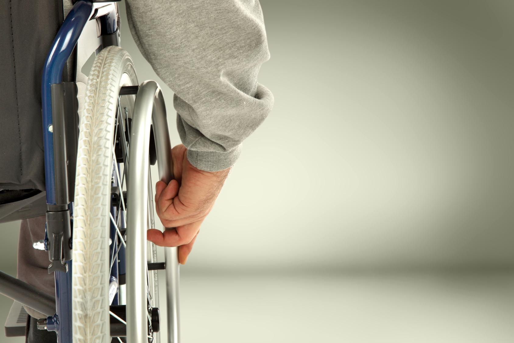 wózek inwalidzki pfron - fotolia.pl