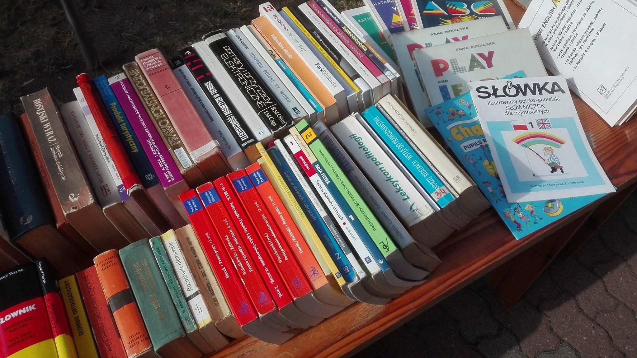 biblioteka miejska w koninie sprzedaje książki - FB:  Miejska Biblioteka Publiczna w Koninie