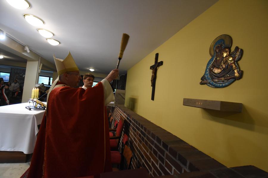 arcybiskup Stanisław Gądecki poświęcił płaskorzeźbę Matki Boskiej AK - Wojtek Wardejn