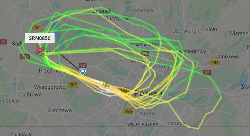 samolot krąży nad poznanie - Flightradar