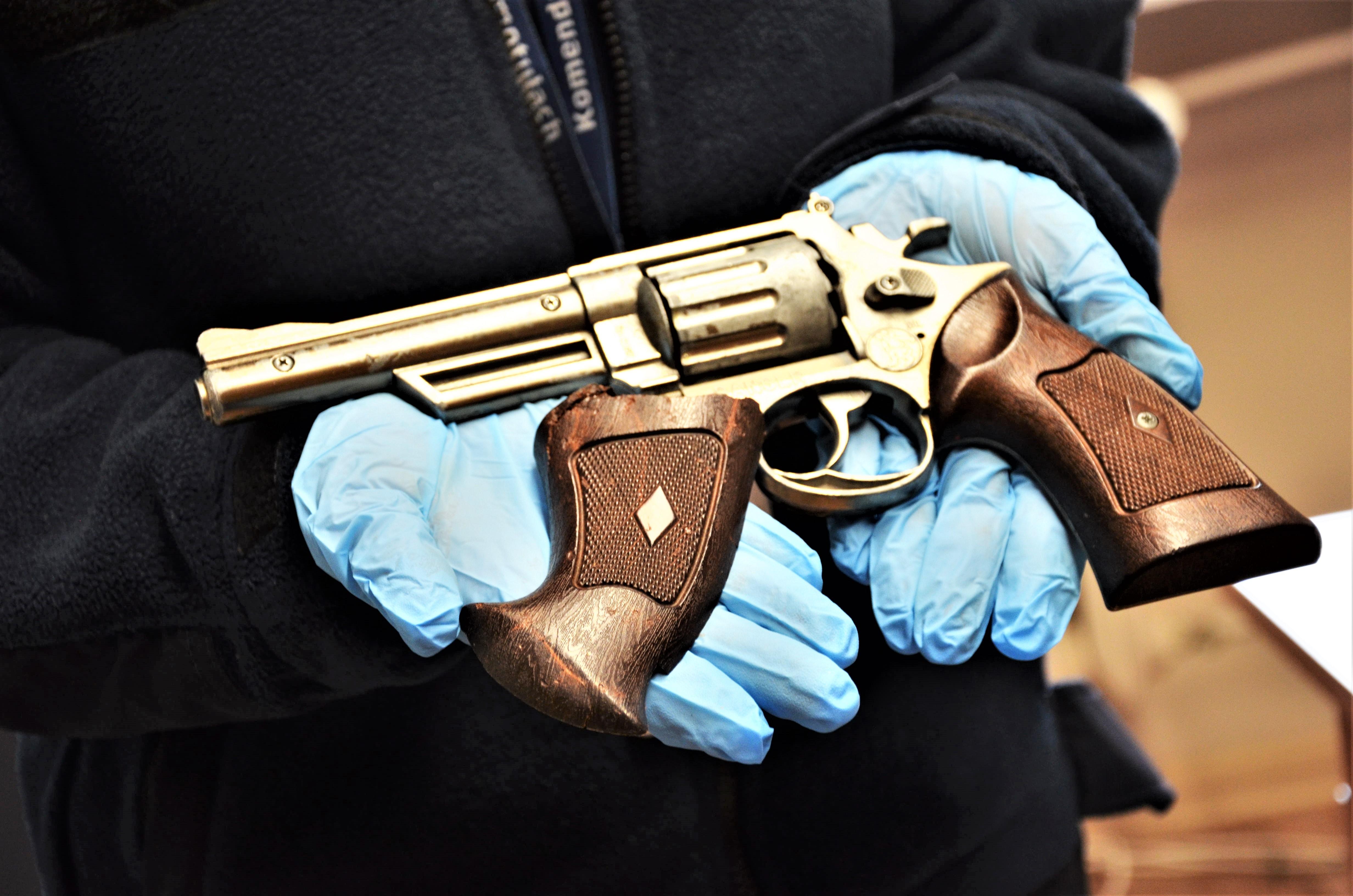 policja szamotuły broń zabawkowa napad  - KPP Szamotuły