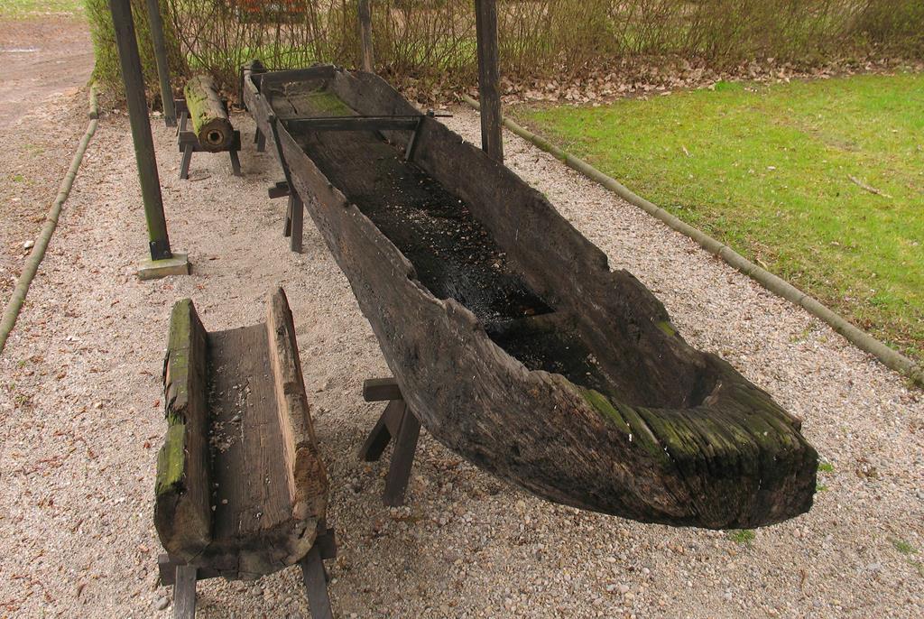 dłubanka łódka - Wikipedia/Mohylek