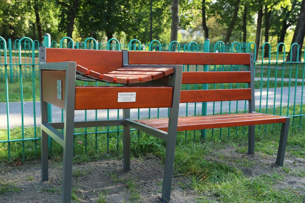 ławki dla matek karmiących - Leon Bielewicz