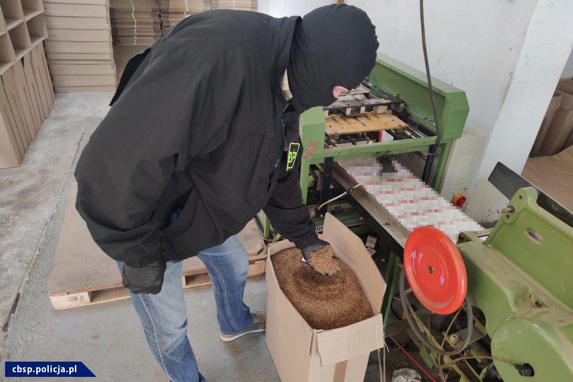 Policja zlikwidowała fabrykę papierosów - CBŚP
