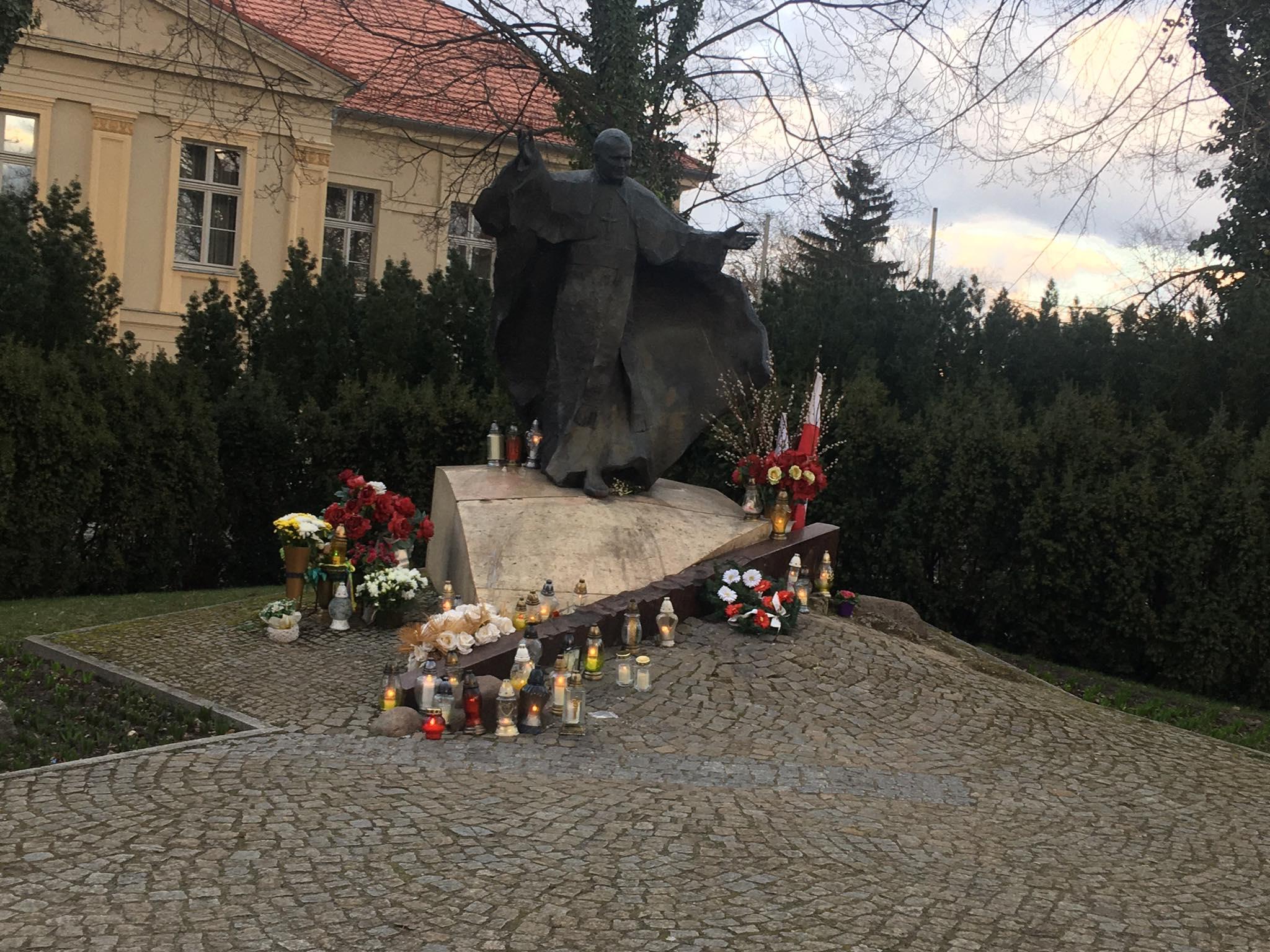 rocznica śmierci papieża pomnik na ostrowie tumskim  - Jacek Butlewski