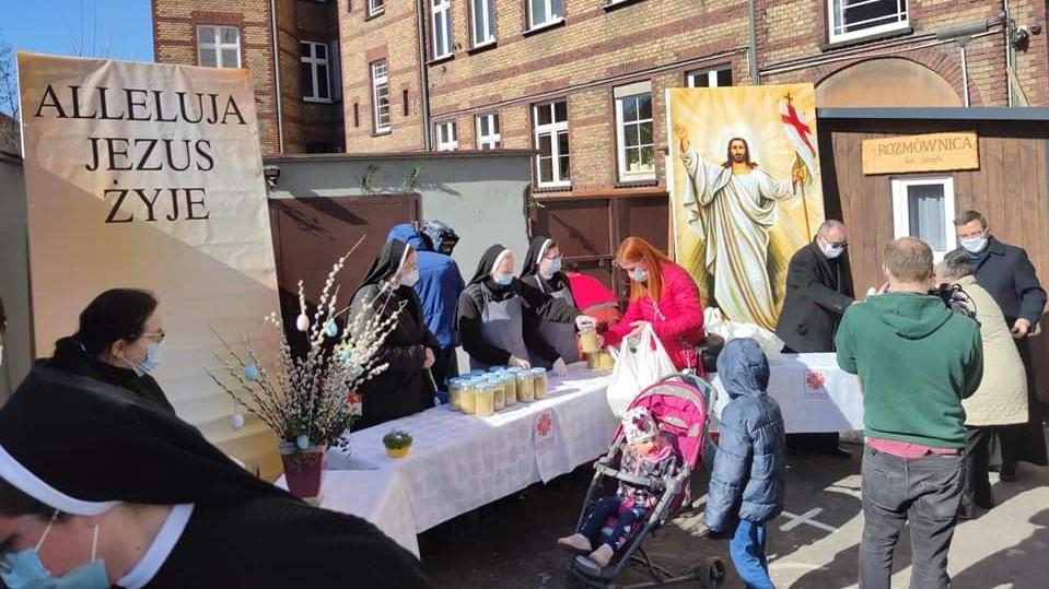 śniadanie wielkanocne caritas poznań - Caritas Poznań
