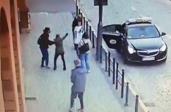 atak gazem aktywistka