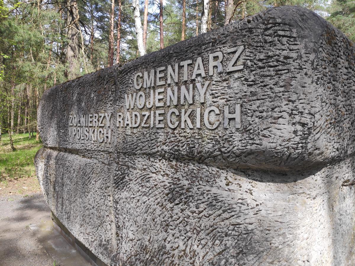 leszkowo piła cmentarz tablice podmienione prowokacja - Przemysław Stochaj - Radio Poznań