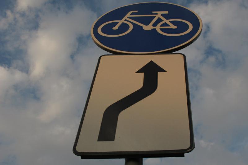 droga rowerowa zjazd znak - TomFoto